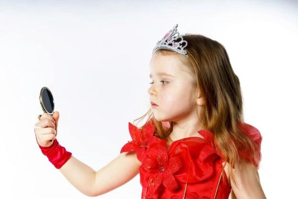 چه نوع والدینی کودک خودشیفته تربیت میکنند؟