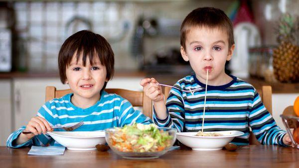 تغذیه کودکان نکاتی که باید بدانید